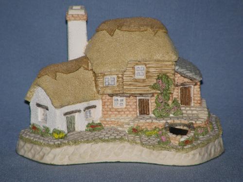 Birthstone Wishing Well David Winter Cottage