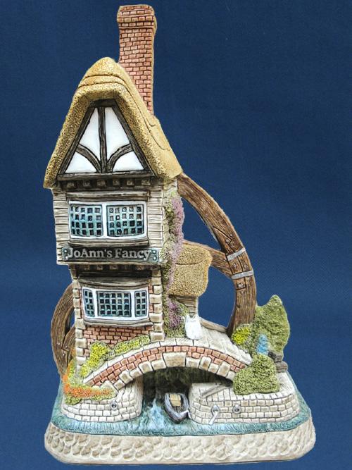 Jo Ann's Fancy David Winter Cottage