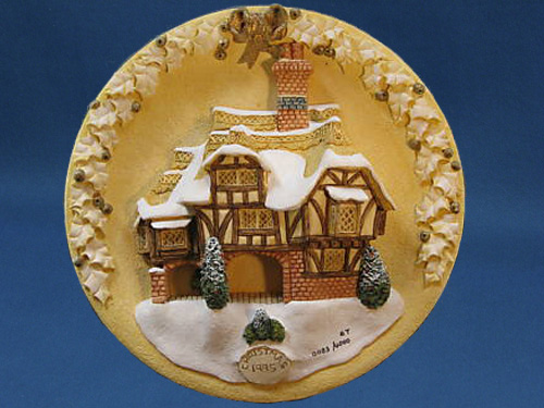 Miss Belle's Christmas Plaque David Winter Cottage