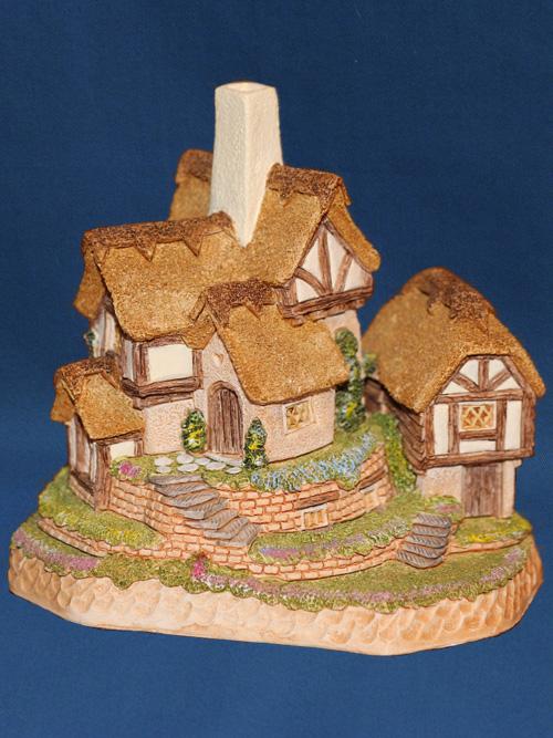 Suffolk Gardens (UK Version) David Winter Cottage